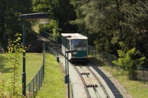 Seilbahn auf den Petřín: Touristenattraktion aber auch normales öffentliches Verkehrsmittel der Einh