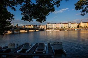 Möchten Sie sich im Zentrum Prags wie die Einheimischen amüsieren? Dann besuchen Sie die Uferpromena