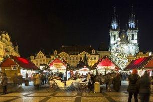 Der Altstädter Ring lebt mit dem Advent auf – lassen Sie sich die Geschichte Prags um die Nase wehen