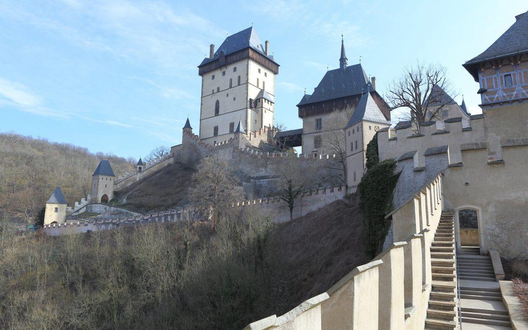 Tipp für ein Winterwochenende: eingeschneite Burg Karlstein und seine Besichtigung