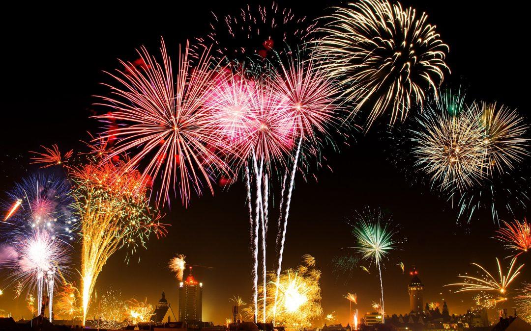 Beim Neujahrs-Feuerwerk in Prag ertönen das Gebet für Marta sowie die Beatles, die Feiern zum 30. Jahrestag des Falls des Kommunismus beginnen