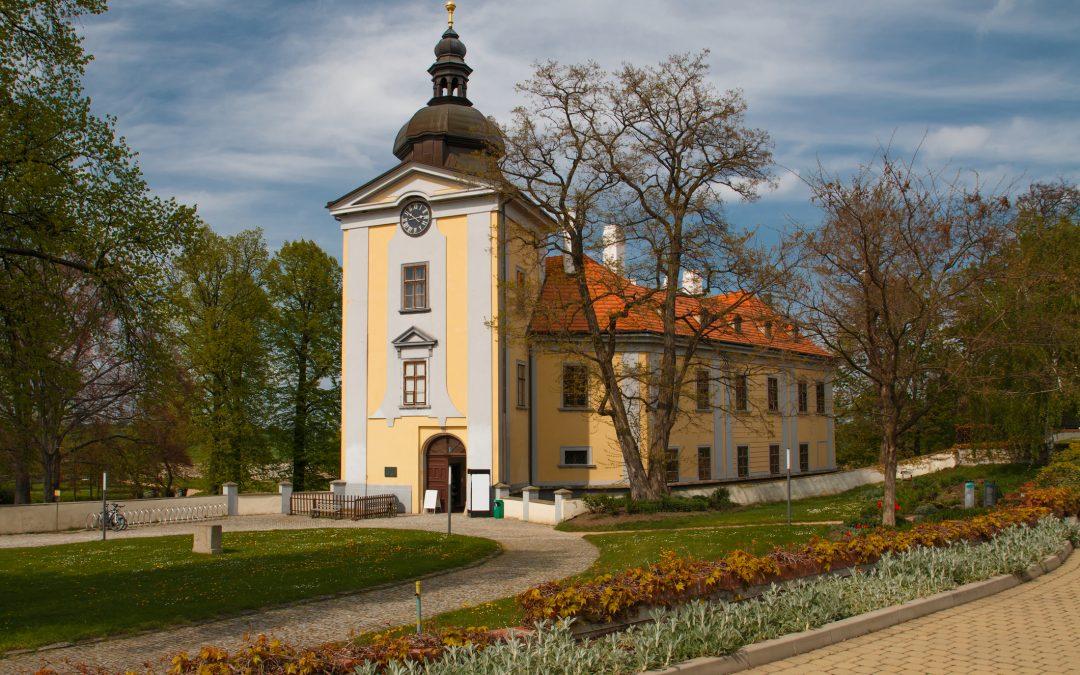 Ausflugstipp von Prag aus: mit dem Bus, zu Fuß oder mit dem Rad zum Schloss Ctěnice