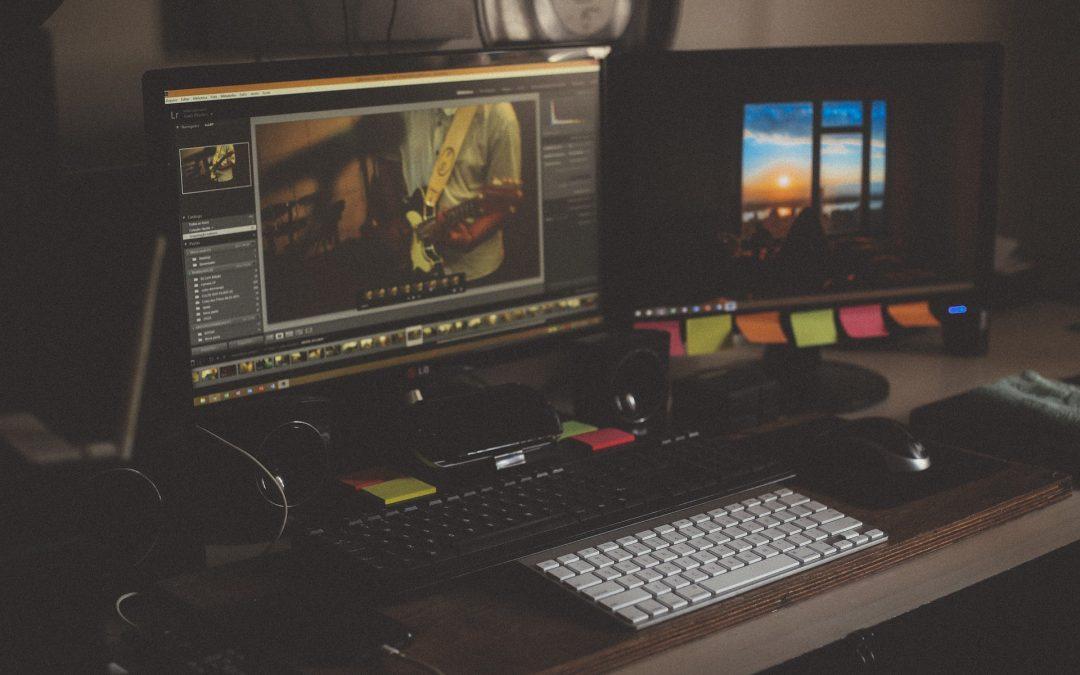 Für Arbeit und Spaß: Tipps, wie man in der Wohnung eine funktionsfähige Computerecke errichten kann