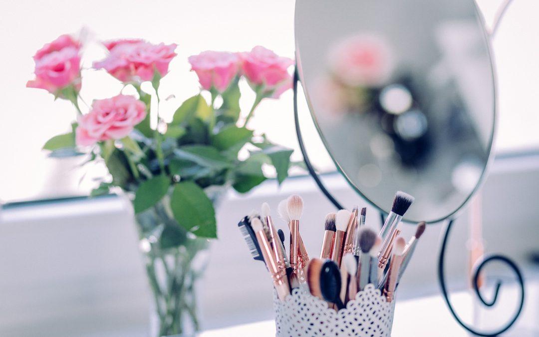 Genug vom Morgenstress im Badezimmer, eigene Kosmetikecke für Schlafzimmer muss her!